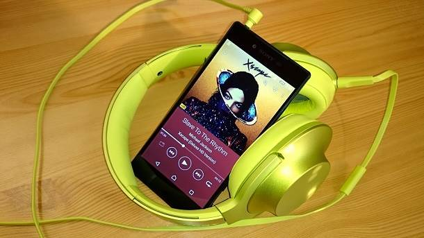 Slušalice sa Xperia Z5 Premium telefonom