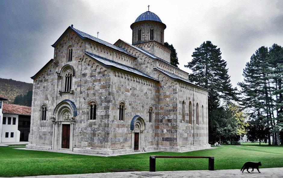 Independent upozorava: Posetite kosovske spomenike