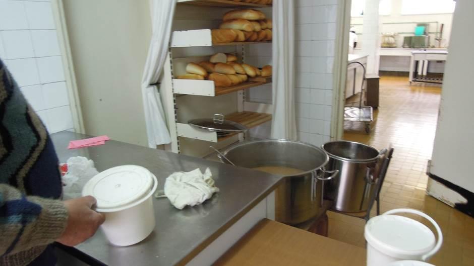 crveni krst, javna kuhinja, javne kuhinje, kuhinja, obrok, kazan, hrana, socijala