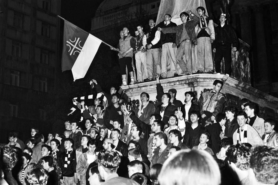Navijači Partizana na Trgu Republike proslavljaju titulu prvaka Evrope