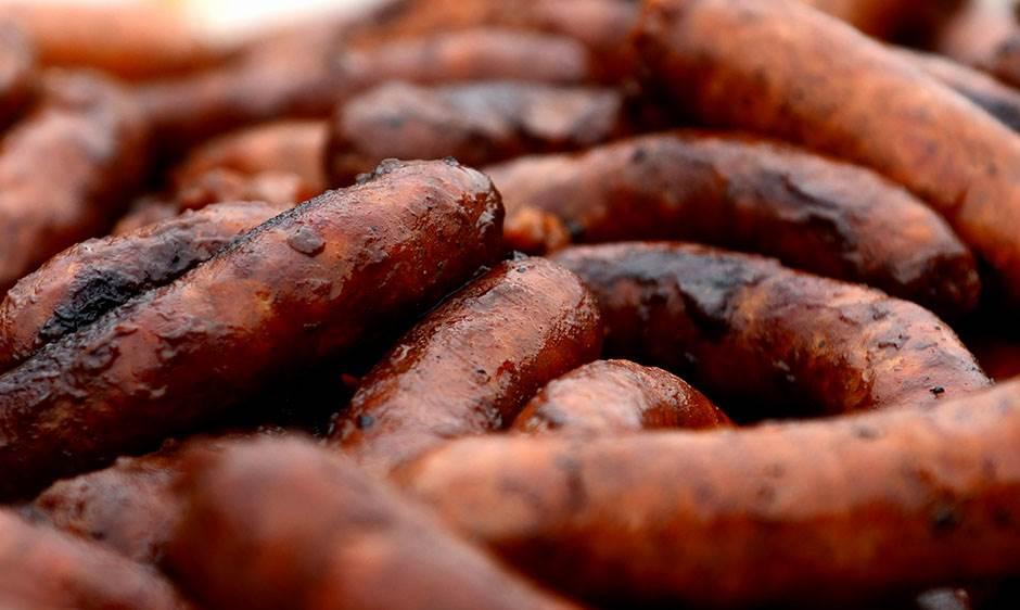 kobasica, kobaice, roštilj, tamicenje u pravljenju kobasica, selo, adorjan, mondo