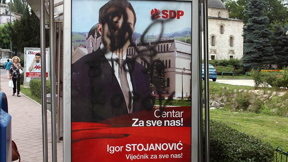 Išarani plakati na ulicama Sarajeva (FOTO)
