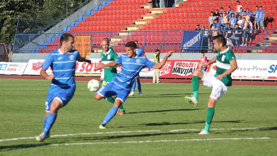 Dušan Martinović (s loptom) u duelu sa FK Beroe