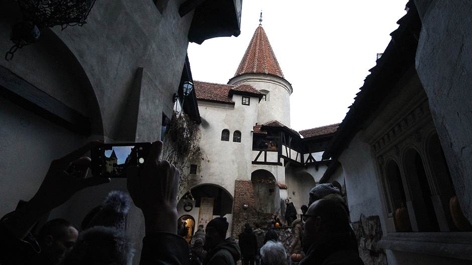 MONDO u posjeti dvorcu grofa Drakule!