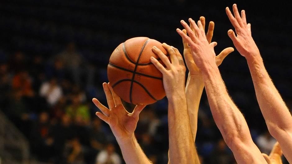lopta košarka košarkaši utakmica pokrivalica