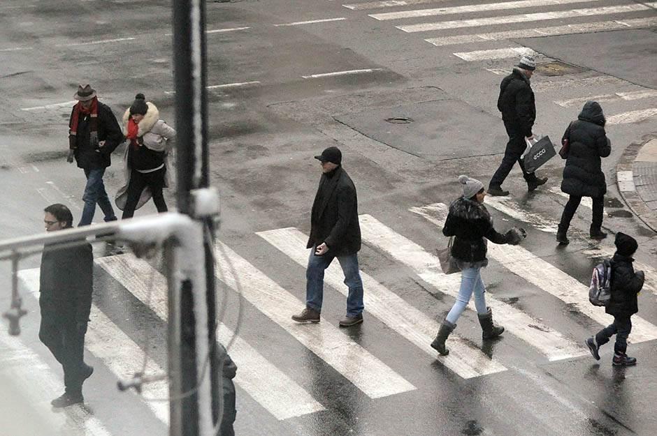 saobraćaj, ulica, pešaci, pešački, prelaz, pešački prelaz, ljudi, pešačenje, hodanje, korak, koračanje, koraci