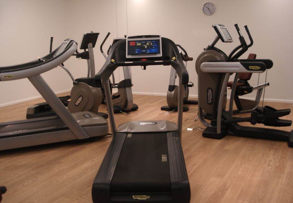 teretana, vežbanje, sprave, trčanje