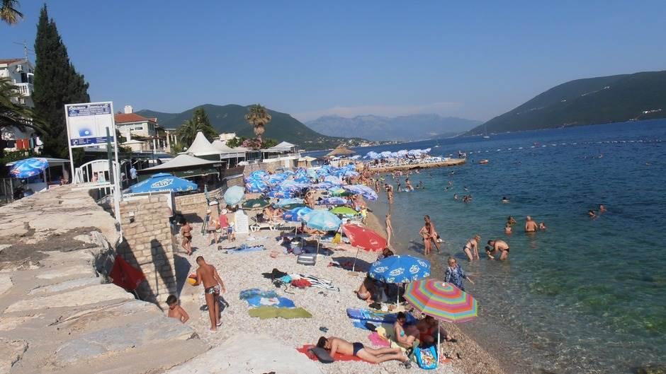 plaža more Herceg Novi Savina jadran turisti turizam