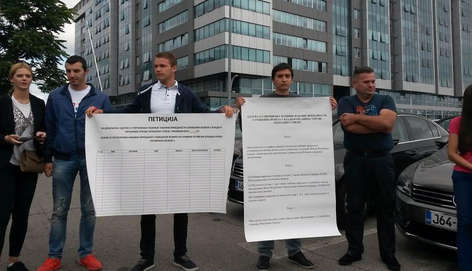 Peticijom traže da Vlada kupuje jeftinija vozila