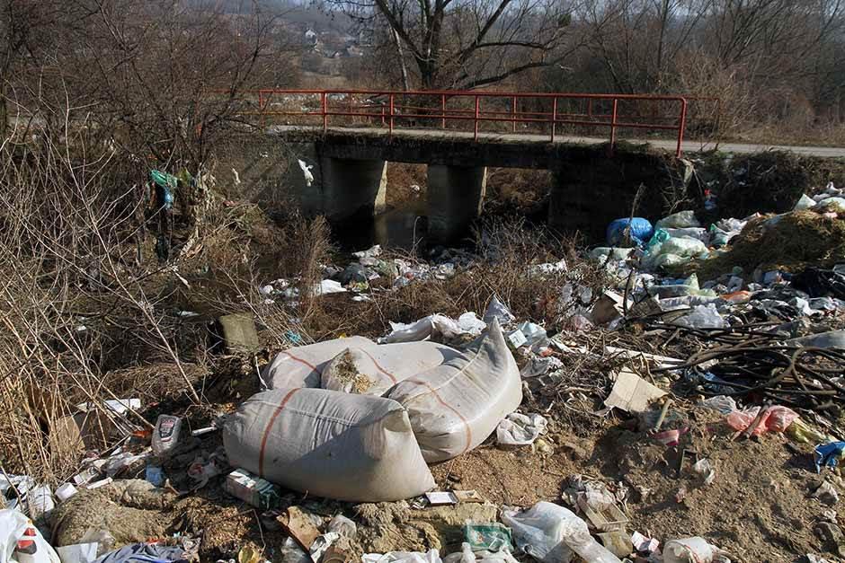 đubre, zagađenje, životna sredina, otpad, đubrište, plastična kesa