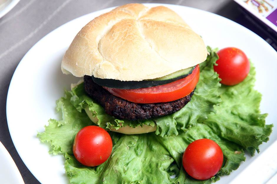 Kako da ispečete savršenu pljeskavicu na roštilju
