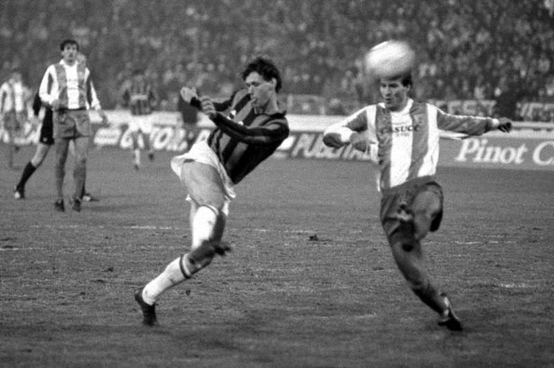 Legendarni Marko van Basten u šansi.