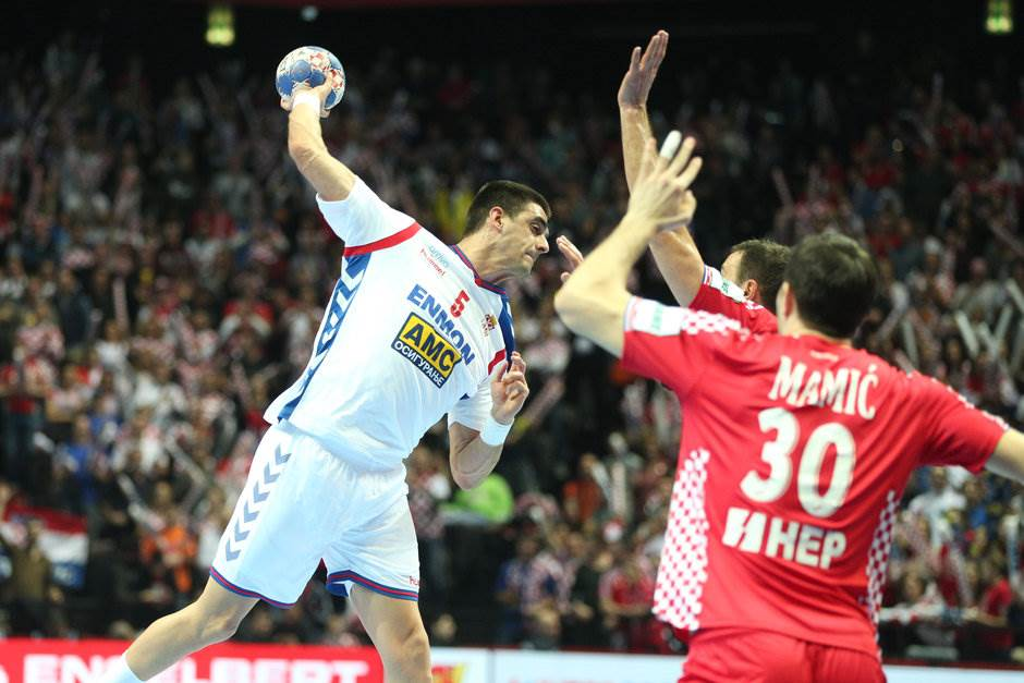 U Splitu ni 30 minuta, očekivano, poraz Srbije!