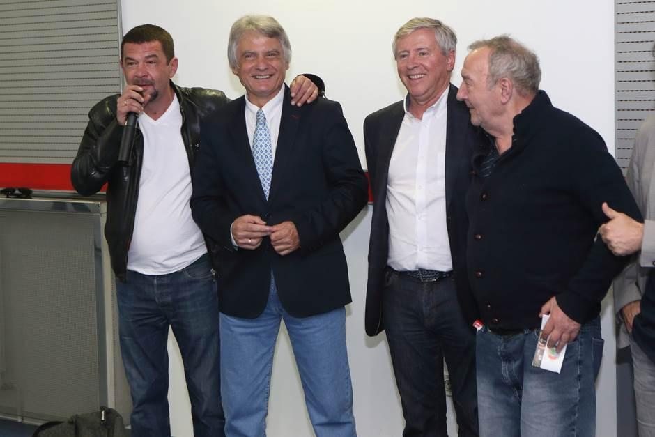 Nebojša Glogovac sa legendama Crvene zvezde Dušanom Savićem i Vladimirom Petrovićem Pižonom
