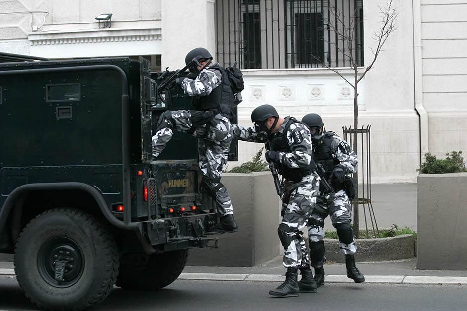 policija blokada opsada policajci istraga hapšenje akcija potera specijalci ptj hamer