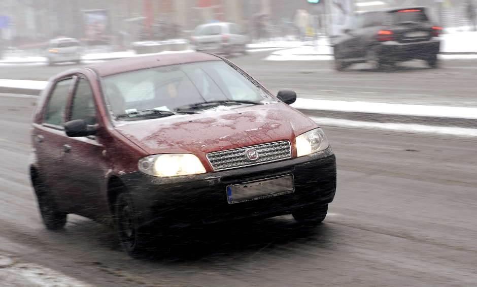 sneg, klizav put, zima, mećava, saobraćaj, zimske gume, fiat