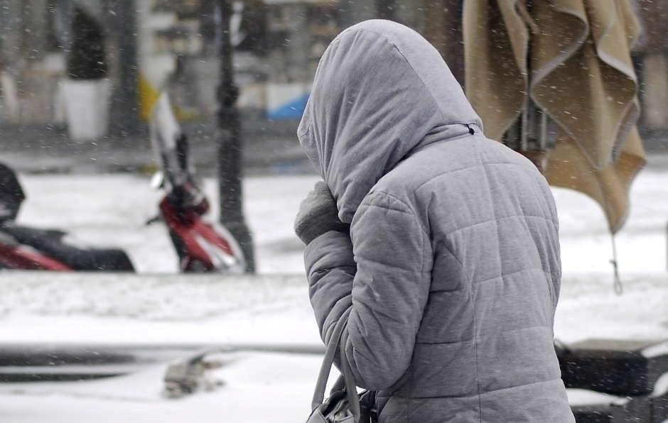 sneg, zima, mećava, kapuljača, zimska jakna