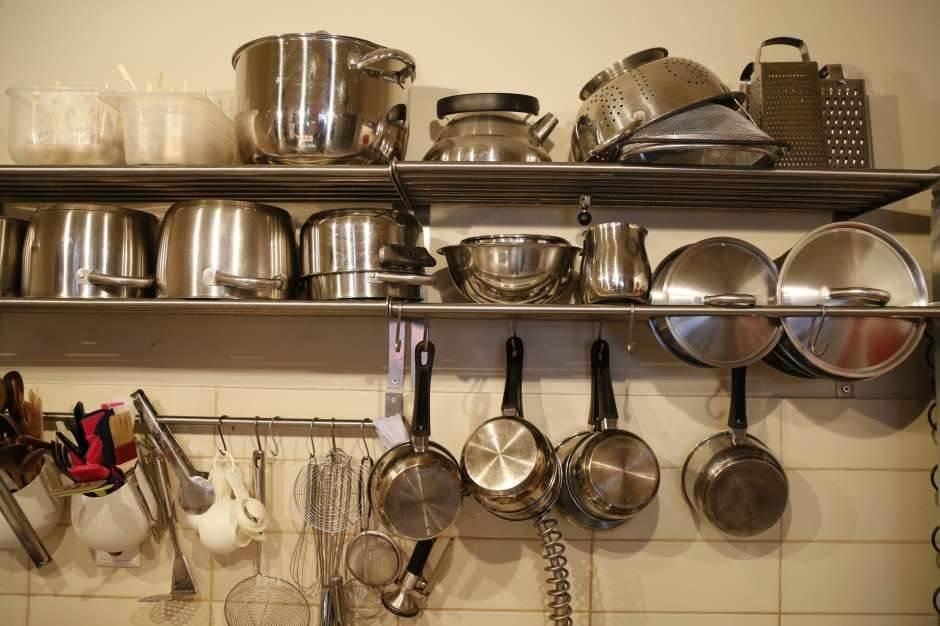 sudovi, kuhinja, posuđe, šerpe kuhinja kuvanje