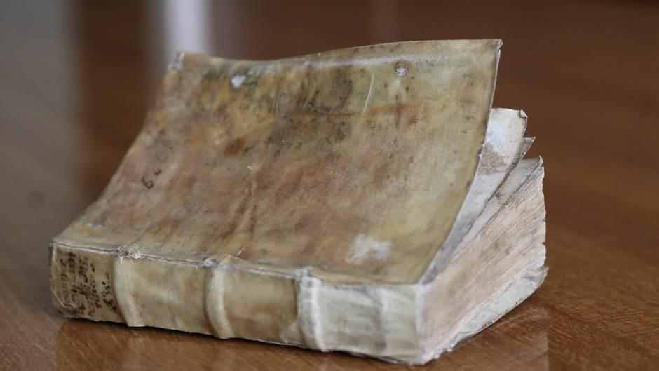 NUBRS: Knjiga stara skoro 500 godina... (FOTO)