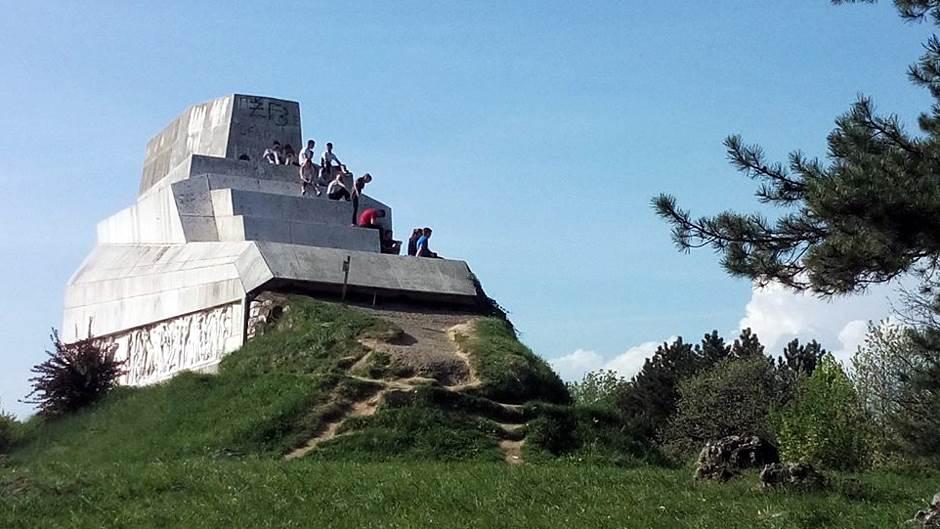 Najavljene tužbe zbog spomenika na Banj brdu