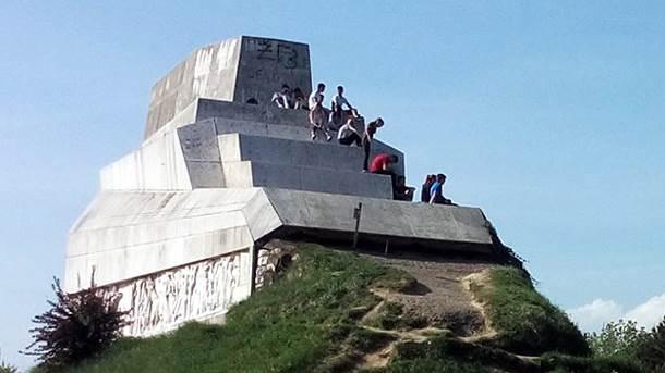 banj brdo, šehitluci, spomenik