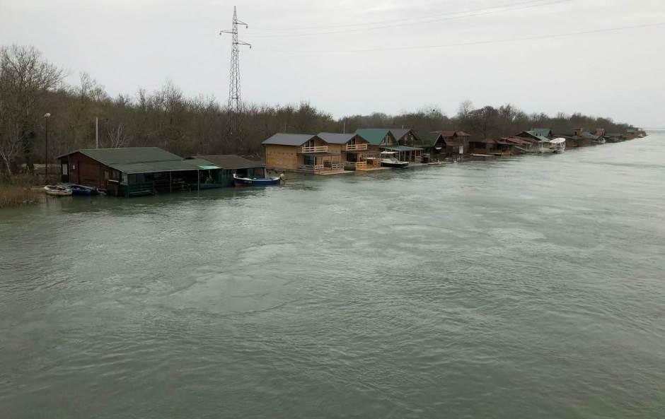 Borba u Budvi: Veliki plimni talas, potop