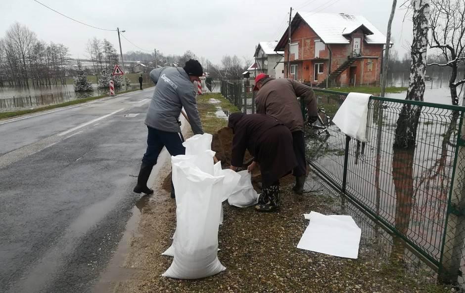 Gradiška: Sava i dalje raste! (FOTO)
