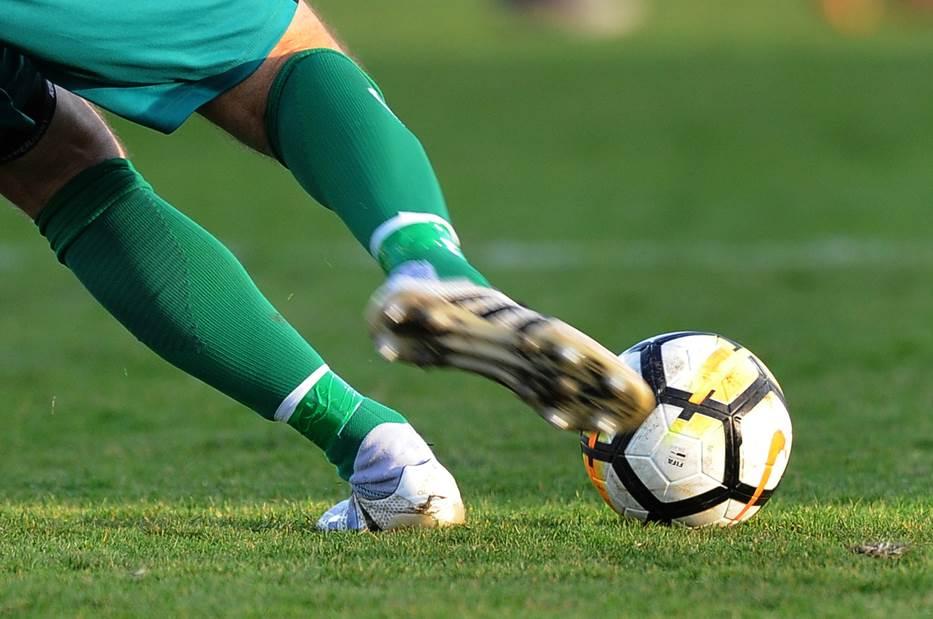 fudbal, fudbaleri, lopta, kopačka, kopačke, šut, udarac