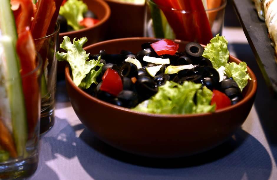 masline, crne masline, salata, hrana,