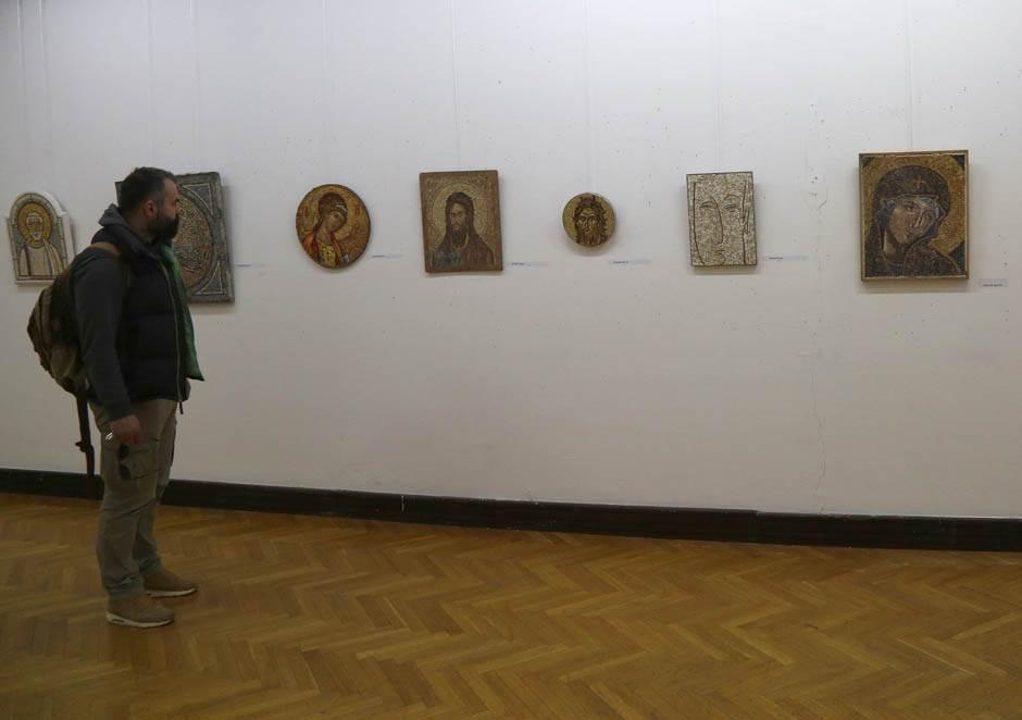 PROTEST: Umetnici vrše nuždu zbog Dragice Nikolić
