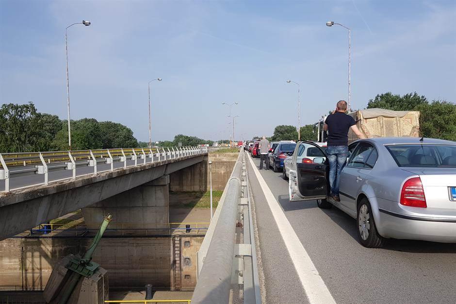Protesti i danas u Srbiji, blokada autoputa