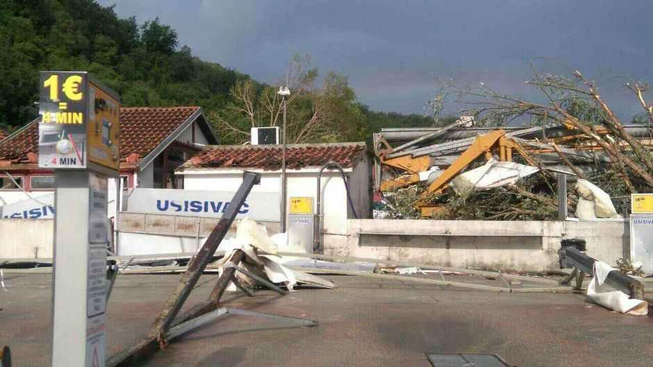 A u Crnoj Gori - letela vozila, oštećena bolnica!