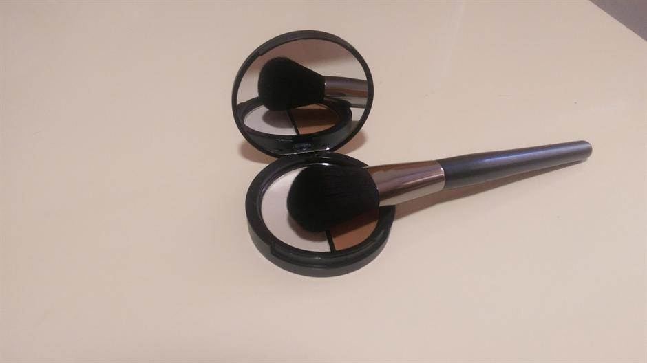 šminka šminkanje puder senka bronzer kozmetika četkica za šminku šminkanje