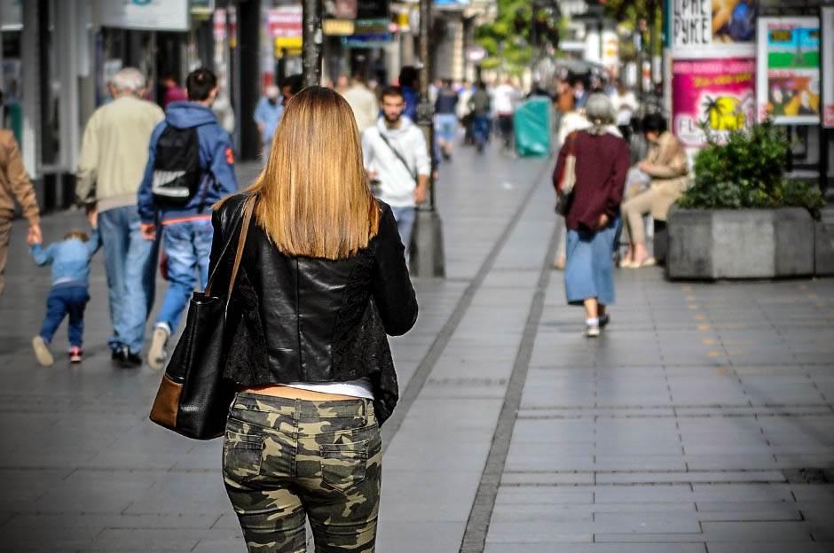 jesen, hladno, zahlađenje, vreme, beograđani, ljudi, ulica, pešaci, pešak, jakne, šal, šalovi, zima
