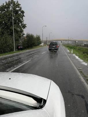 Led u Srpskoj lupao krovove i automobile FOTO