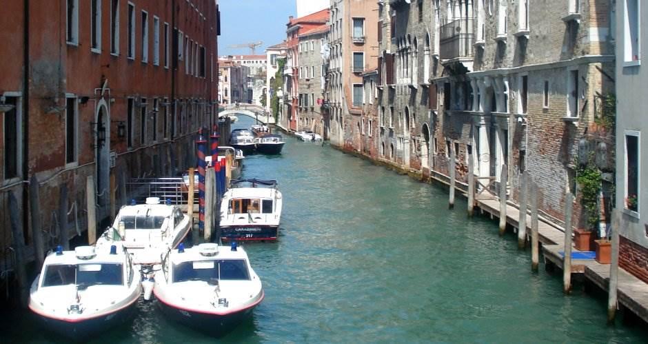 Sunčala se u bikiniju u Veneciji, kazna 250 evra