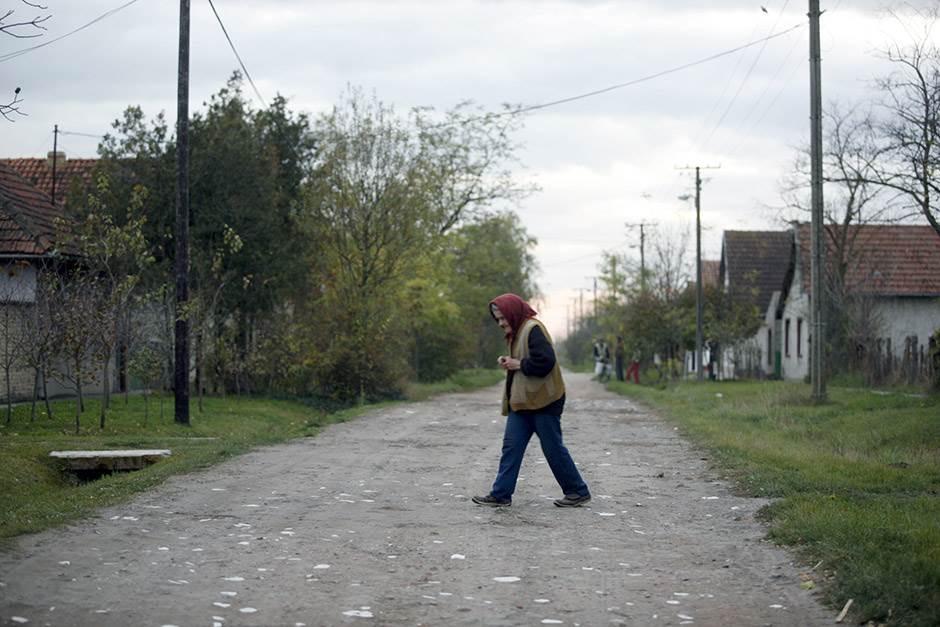 ilustracija, selo, starica, siromaštvo, baba, baka, put
