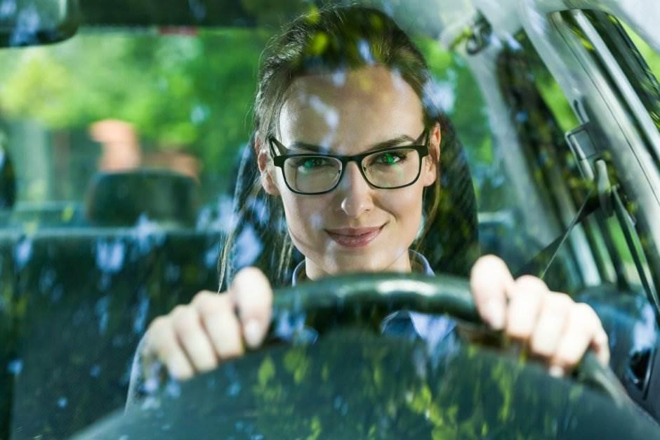 vozač, automobil, naočare, osmeh, devojka, žena