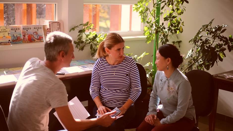 Novinar MONDA sa direktorkama Ljiljanom Stević i Cai Jing