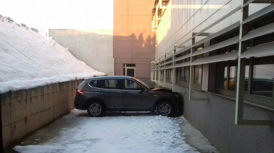 automobil sletio