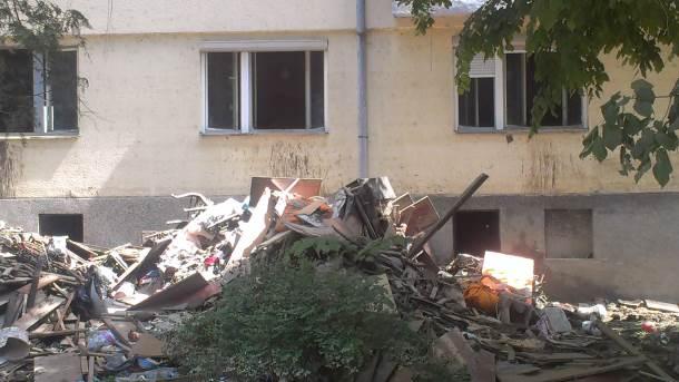 MONDO u Doboju: Poljubac za sanitarije!