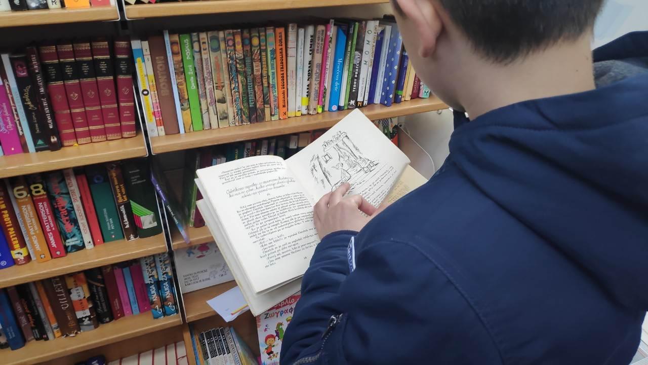 ''Putujuća biblioteka'' stigla u Banjaluku FOTO