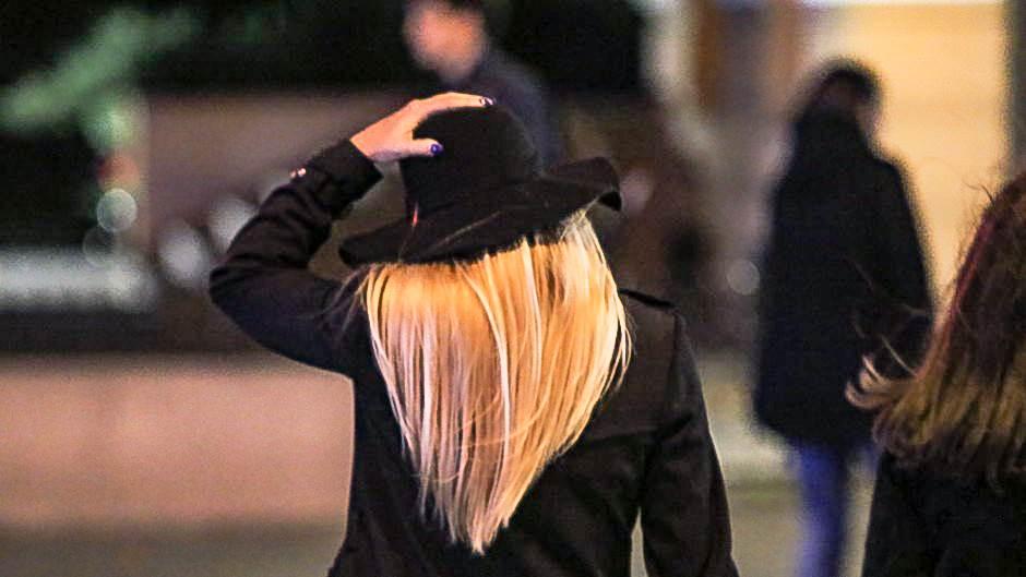 vjetar, šešir, plavuša, glava