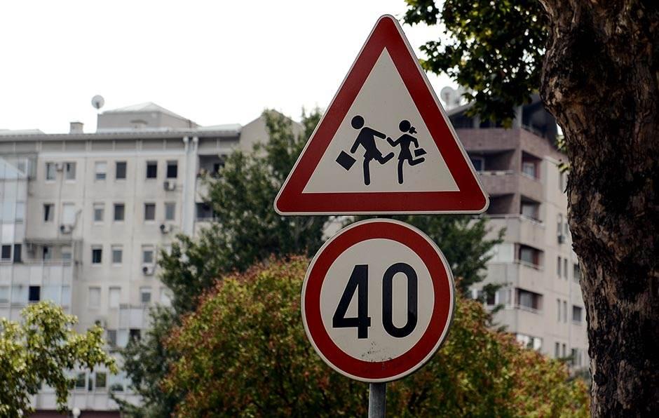 deca, škola, saobraćaj, znak, ograničenje brzine,