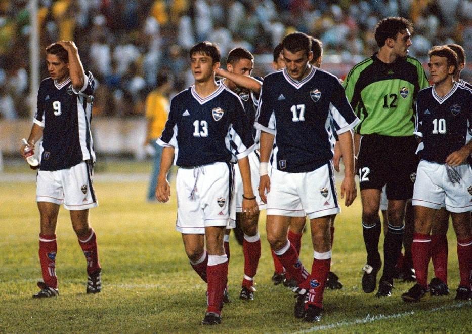 23. septembar 1998. godine - fudbaleri Jugoslavije napuštaju teren u Sao Luisu posle remija sa Brazilom u prijateljskoj utakmici (1:1). To je bio poslednji nastup Ramba Petkovića za reprezentaciju.