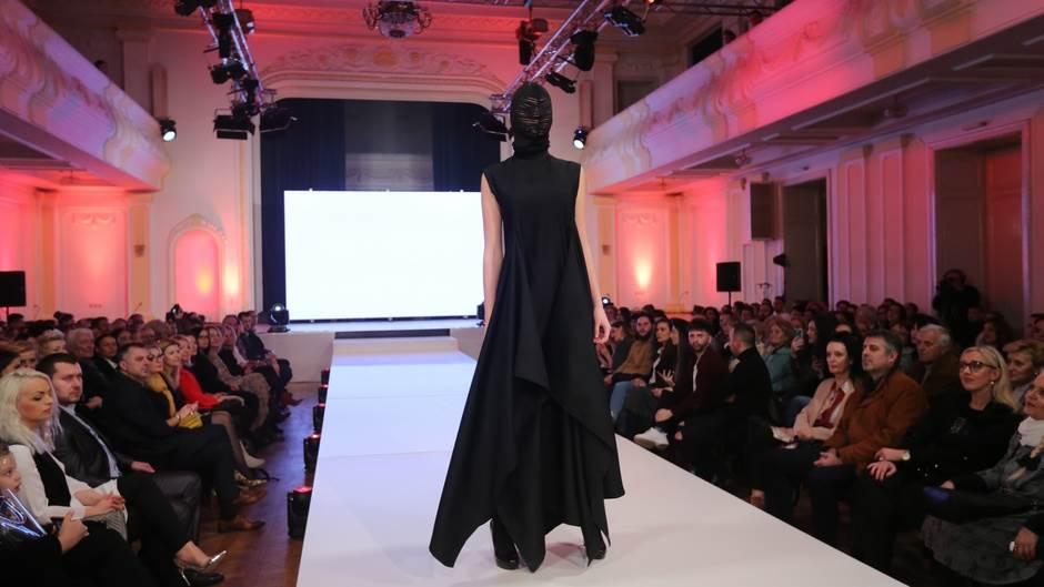Modni susret tradicije i futurizma (FOTO)