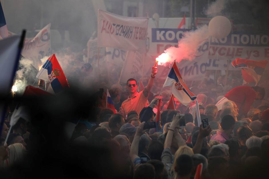 Beograd: 150.000 ljudi na skupu SNS-a (VIDEO)