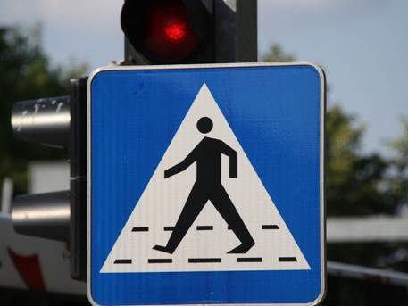 pješak, znak, saobraćajni znak, semafor, pješački prelaz