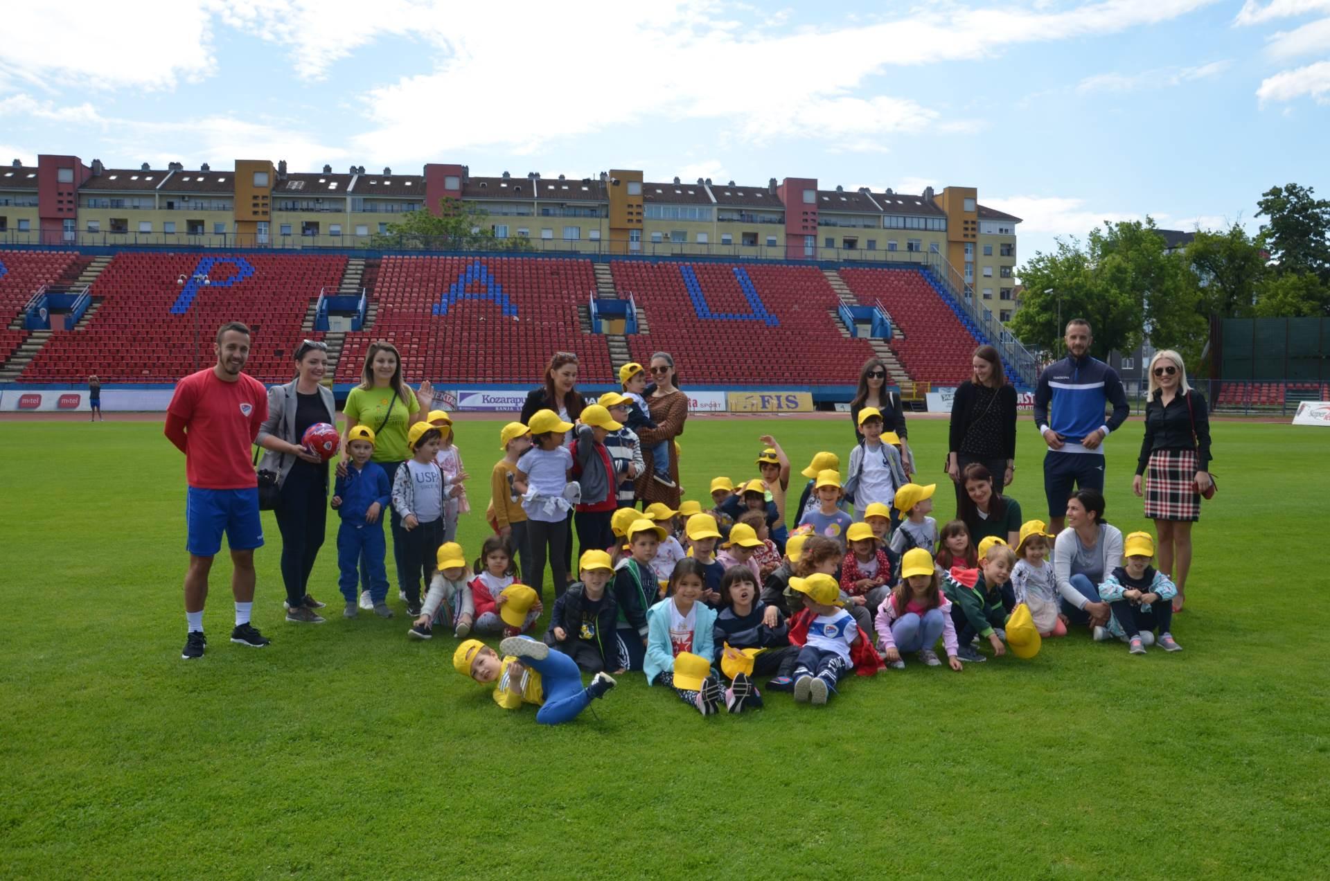 Djeca iz vrtića u posjeti Borcu