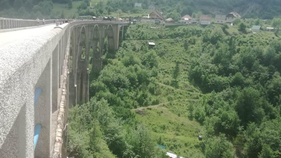 Slika mosta na Tari krasi milione računara